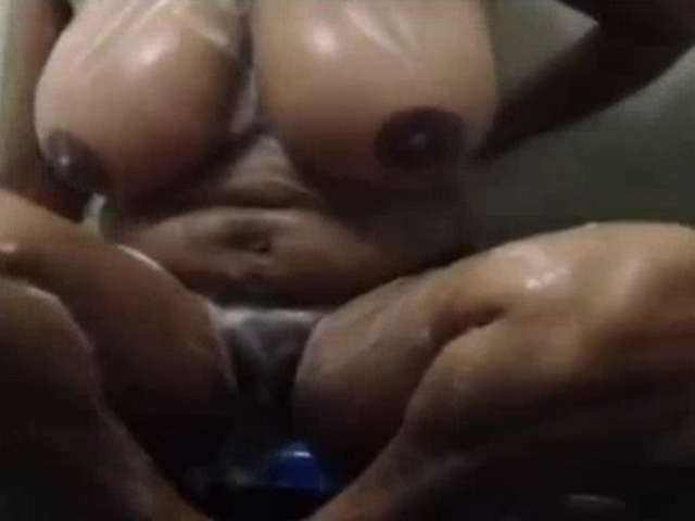 Gallery 1116. Indian aunty fingering her cunt during shower