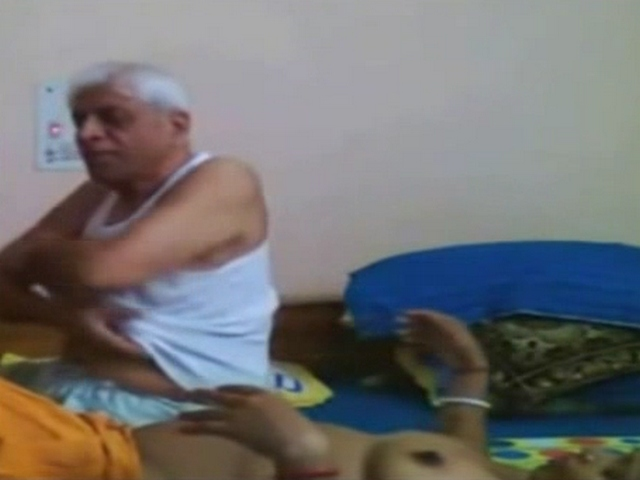 Gallery 1142. Indian old men have sex aunty