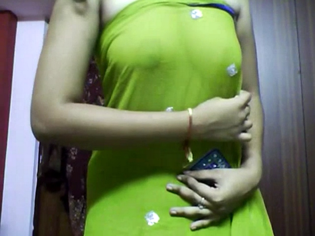 Gallery 1145. Excited indian aunty in green sari getting naked